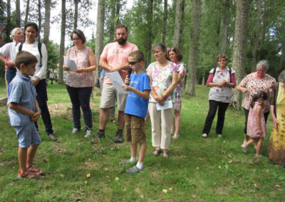 Vacances Chrétiennes : temps de prière au cours d'un chemin de croix